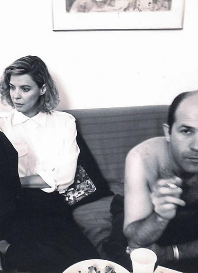 דלתות סוגרים בשקט, 1993